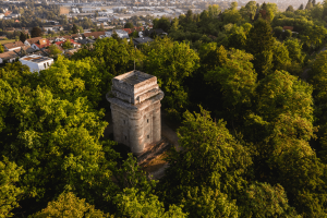 Drohnenaufnahme des Tübinger Bismarckturms